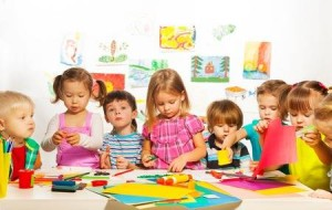 26599673-large-group-of-kids-of-little-boys-and-girls-on-the-art-lesson-class